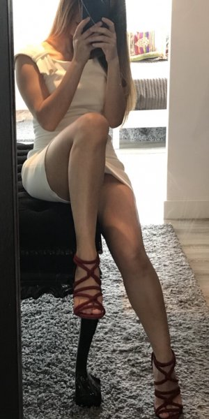 Rabbia submissive escorts in Escanaba, MI